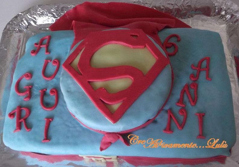 torta di compleanno di superman blog di creattivamente lul. Black Bedroom Furniture Sets. Home Design Ideas